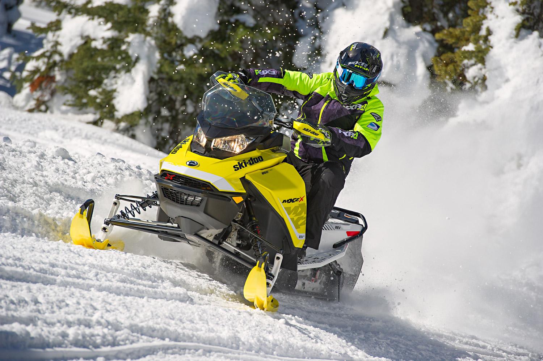 """Снігохід Ski-Doo – переможець у номінаціях «Самий практичний снігохід року» і «Революційно вдосконалена конструкція» від каналу """"SnowTrax Television""""!"""