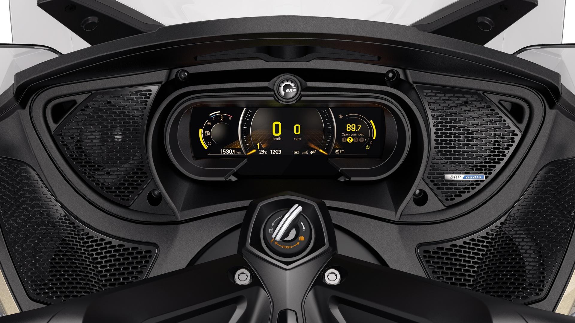 BRP представляет новую полностью цифровую приборную панель на большинстве моделей родстеров Can-Am Spyder 2018 г. в.